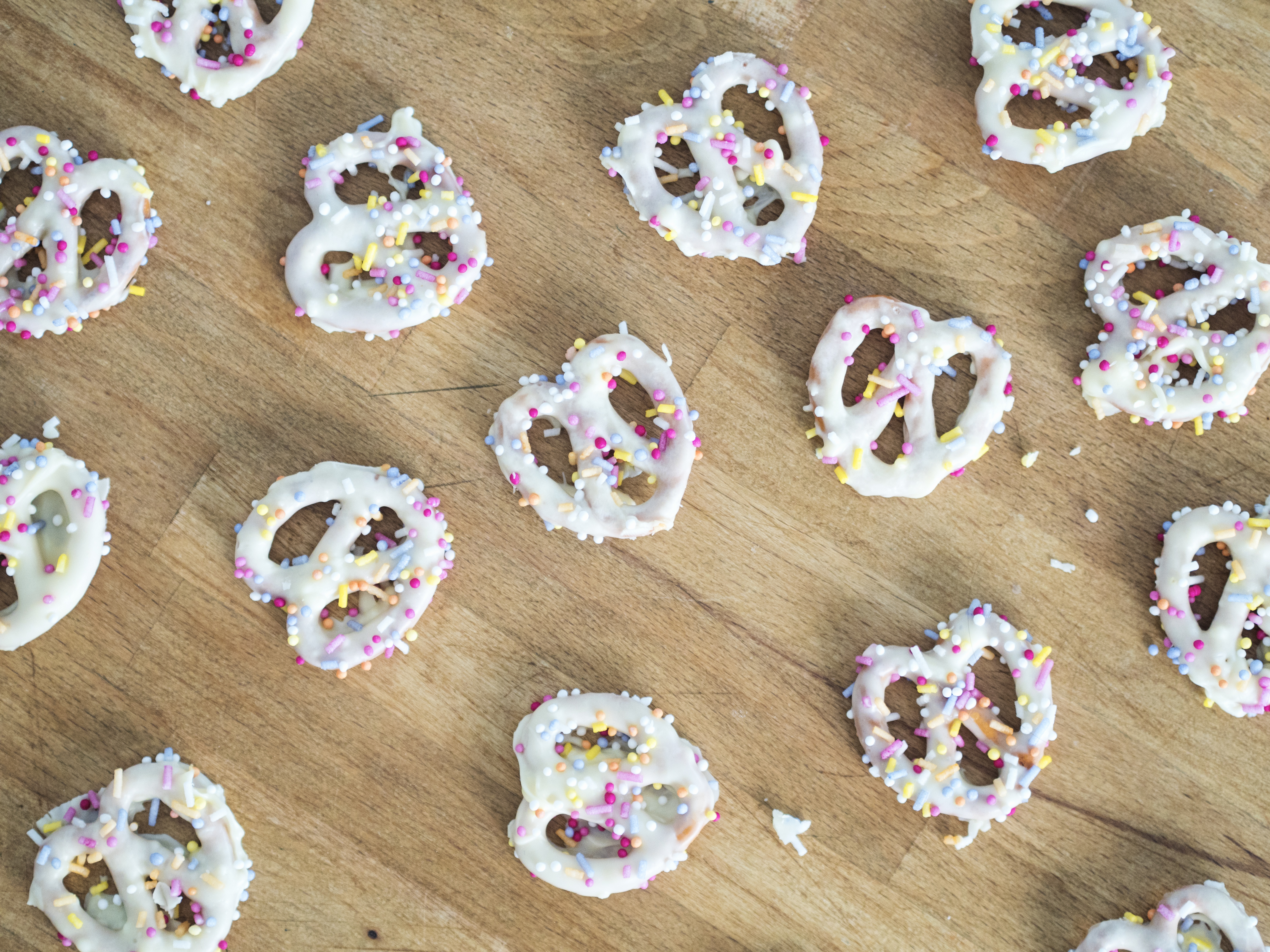 white chocolate party pretzels