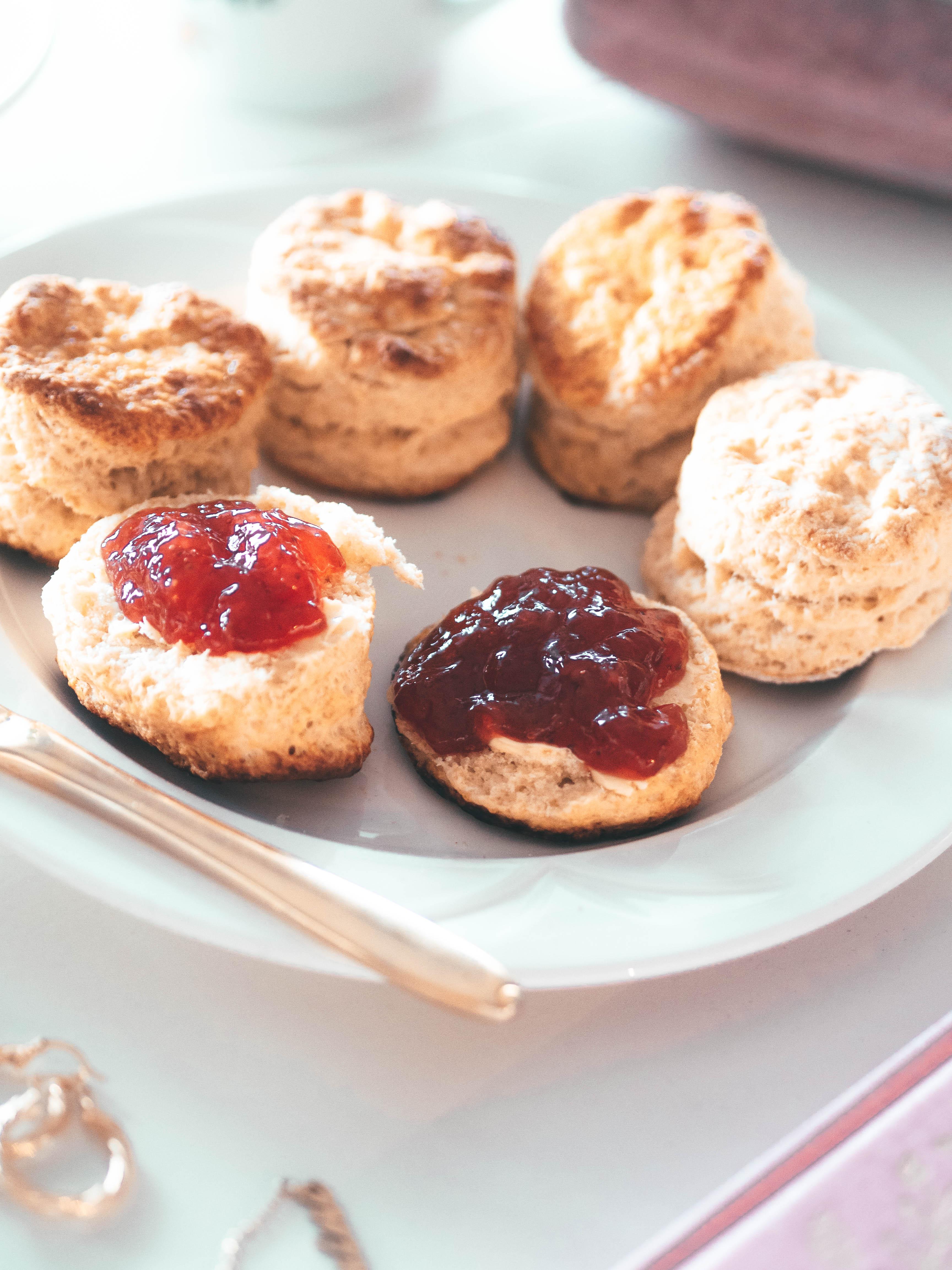 Yasmine's basic buttery scones